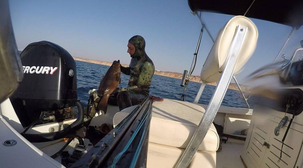יורי בסירה עם הלוקוס