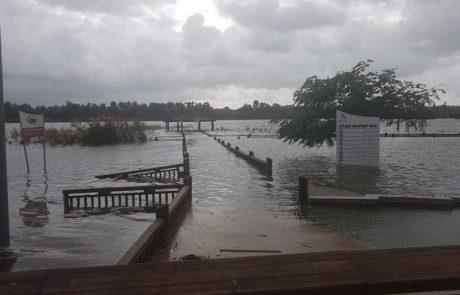 """איציק: """"אז אפשר לשנות את השם שלו מ""""האגמון"""" לאגם אחרי שמפלס המים עלה בשלושה מטרים והעלים את גשרי הדק שהיו מעל המים."""""""