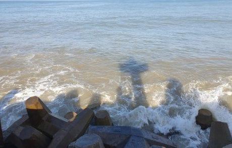 """ראובן: """"מצב הים הרצליה , ה 11.4.19 08:20 ים גלי 60 ס""""מ סוואל מים חומים"""""""