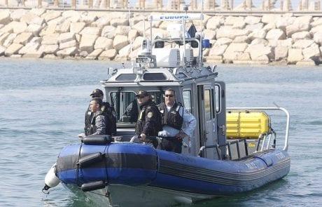 """ספינות """"צרעה"""" ואופנועי ים: המשטרה השיקה את מערך השיטור הימי החדש (walla)"""