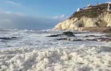 תופעה מוזרה: כמויות של קצף סבון בחוף של ראש הנקרה (NRG)