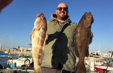 ראובן וצוות אמבר עם לוקוסים מכובדים בדיג מהסירה