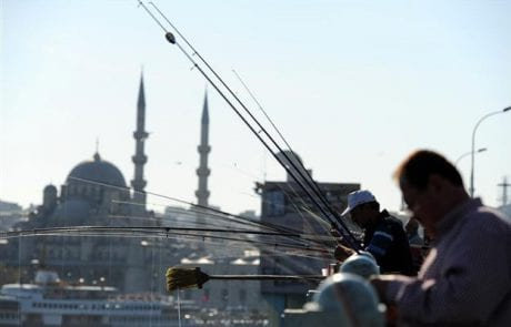 הידעת? בטורקיה נדרש רישיון דיג לכל אדם שמחזיק חכה ביד.