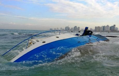 המשרד להגנת הסביבה: דליפת סולר קלה ביותר בנמל יפו בשל התהפכות ספינת מכמורת