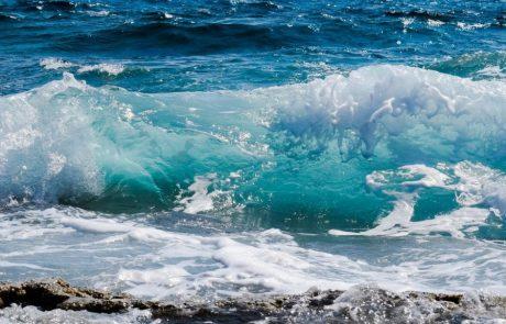 """שירות המטאורולוגי הישראלי: """"אזהרה על ים גבוה ומסוכן לרחצה בים התיכון"""""""