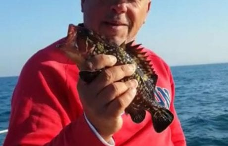 יוחי דייג ספורטיבי אמיתי משחרר בייבי לוקוס מתחת לגיל רבייה